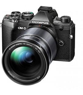 OLYMPUS  E-M10 MKIII CON 12-200MM NEGRA